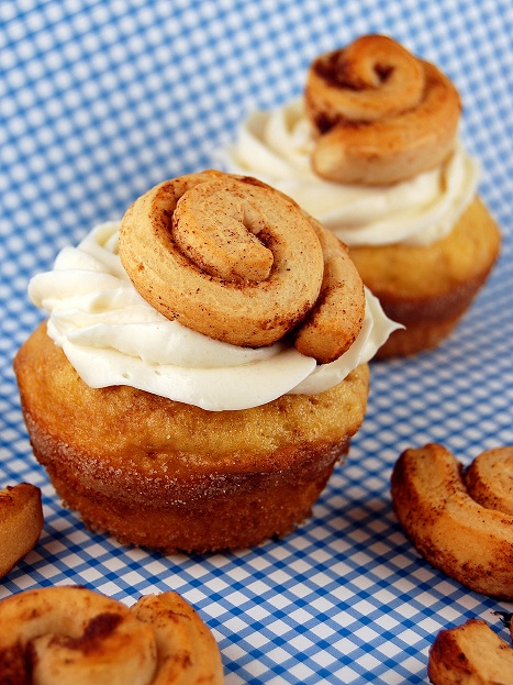 cinnamonrollcupcake1