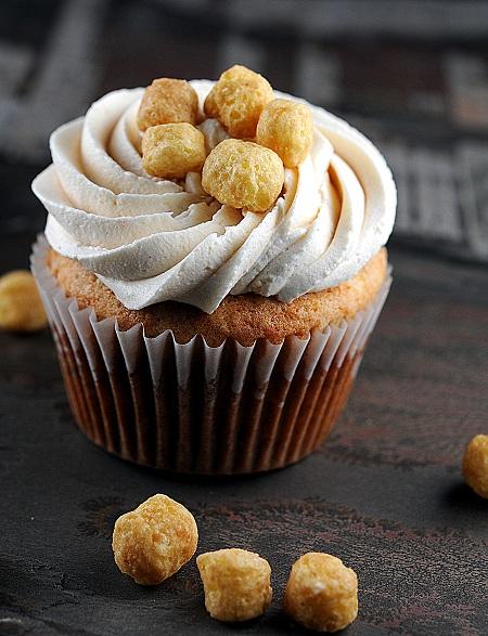 bananapeanutbuttercaptaincrunchcupcakes1