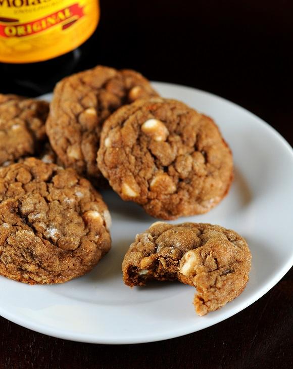 molassesoatmealwhitechocolatechipcookie1