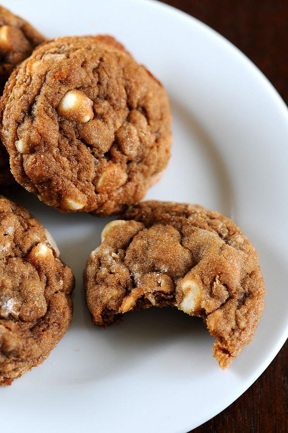 molassesoatmealwhitechocolatechipcookie3