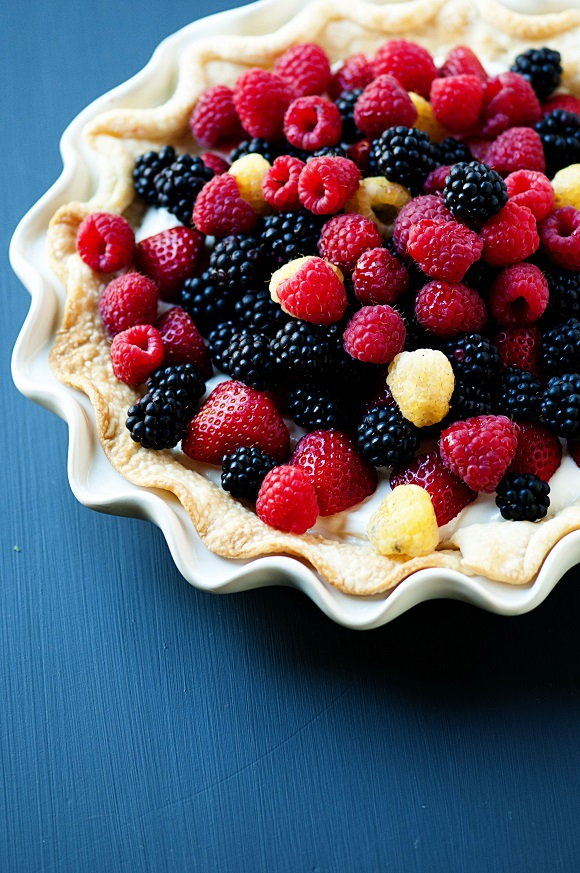 DairyGold Easy Sour Cream Berry Pie 02