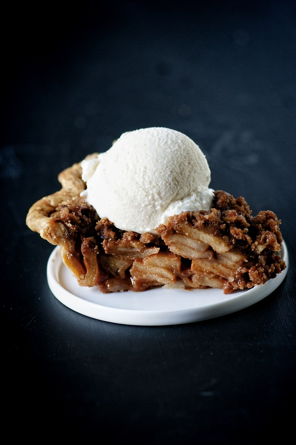 Caramel Apple Whiskey Crumble Pie 01