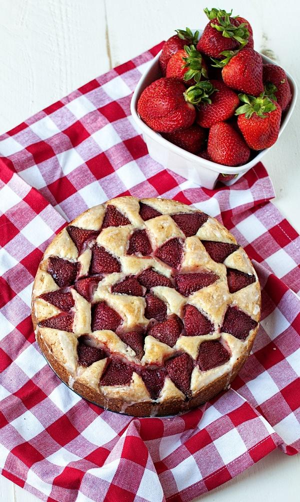 Strawberry Lemonade Snack Cake 01