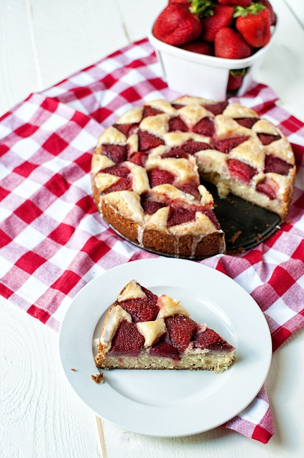 Strawberry Lemonade Snack Cake 03