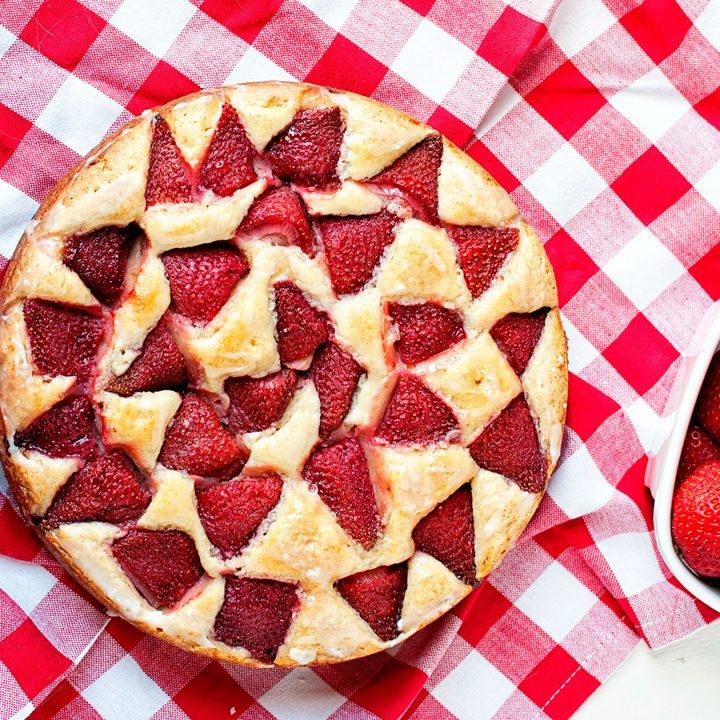 Strawberry Lemonade Snack Cake