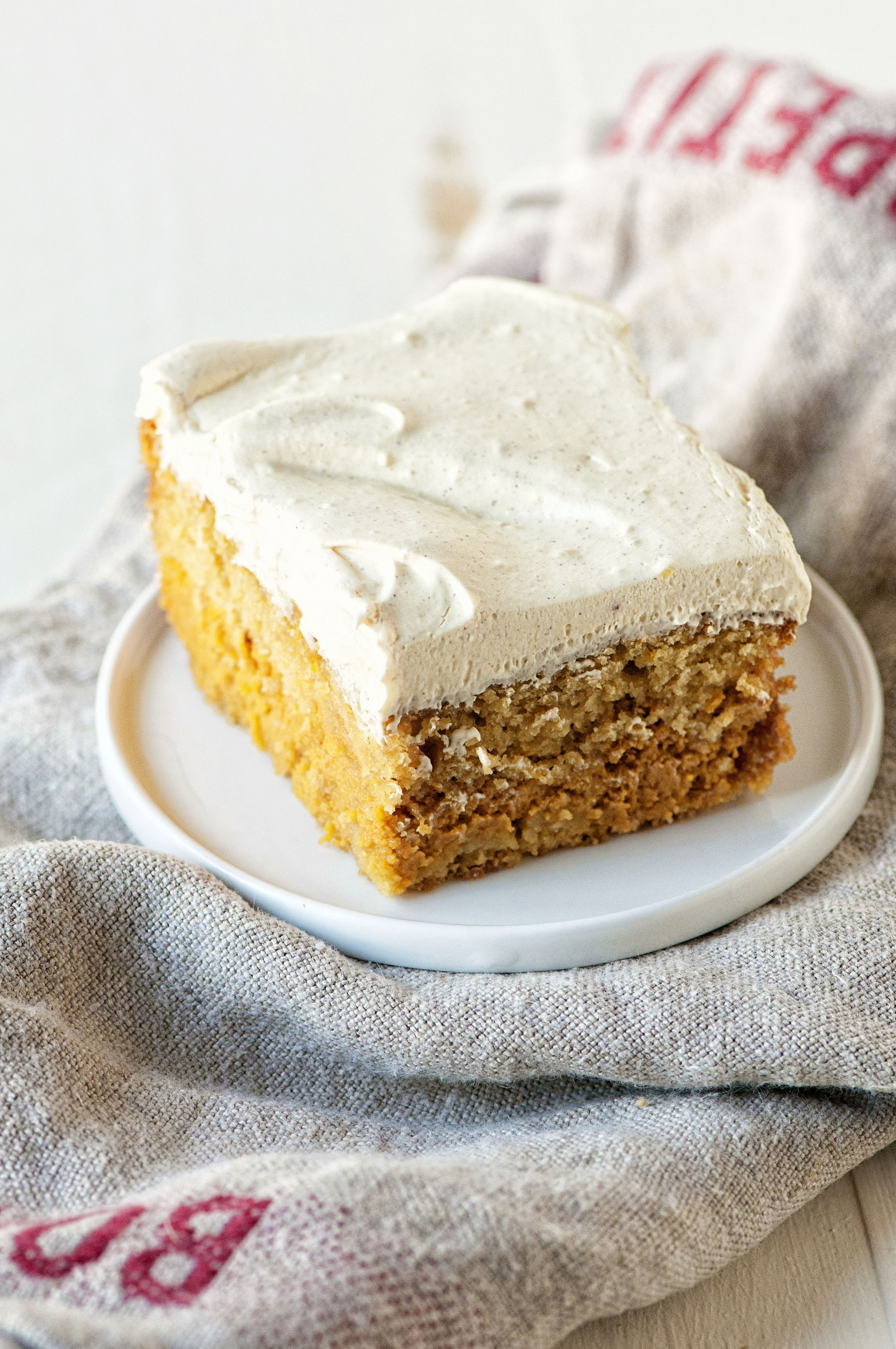 Pumpkin Spice Latte Magic Cake 01