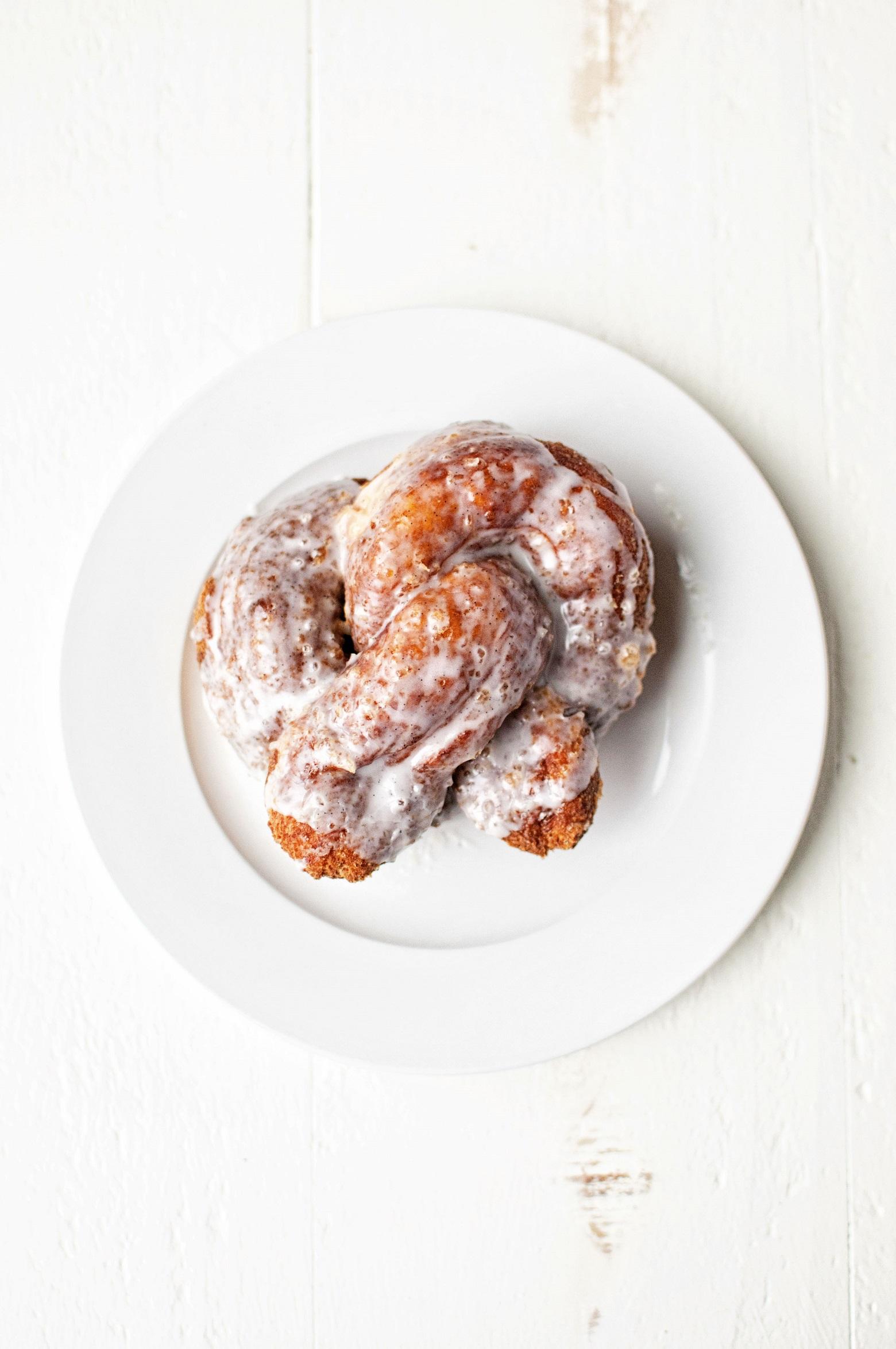 vanilla-bean-soft-pretzel-donuts-01