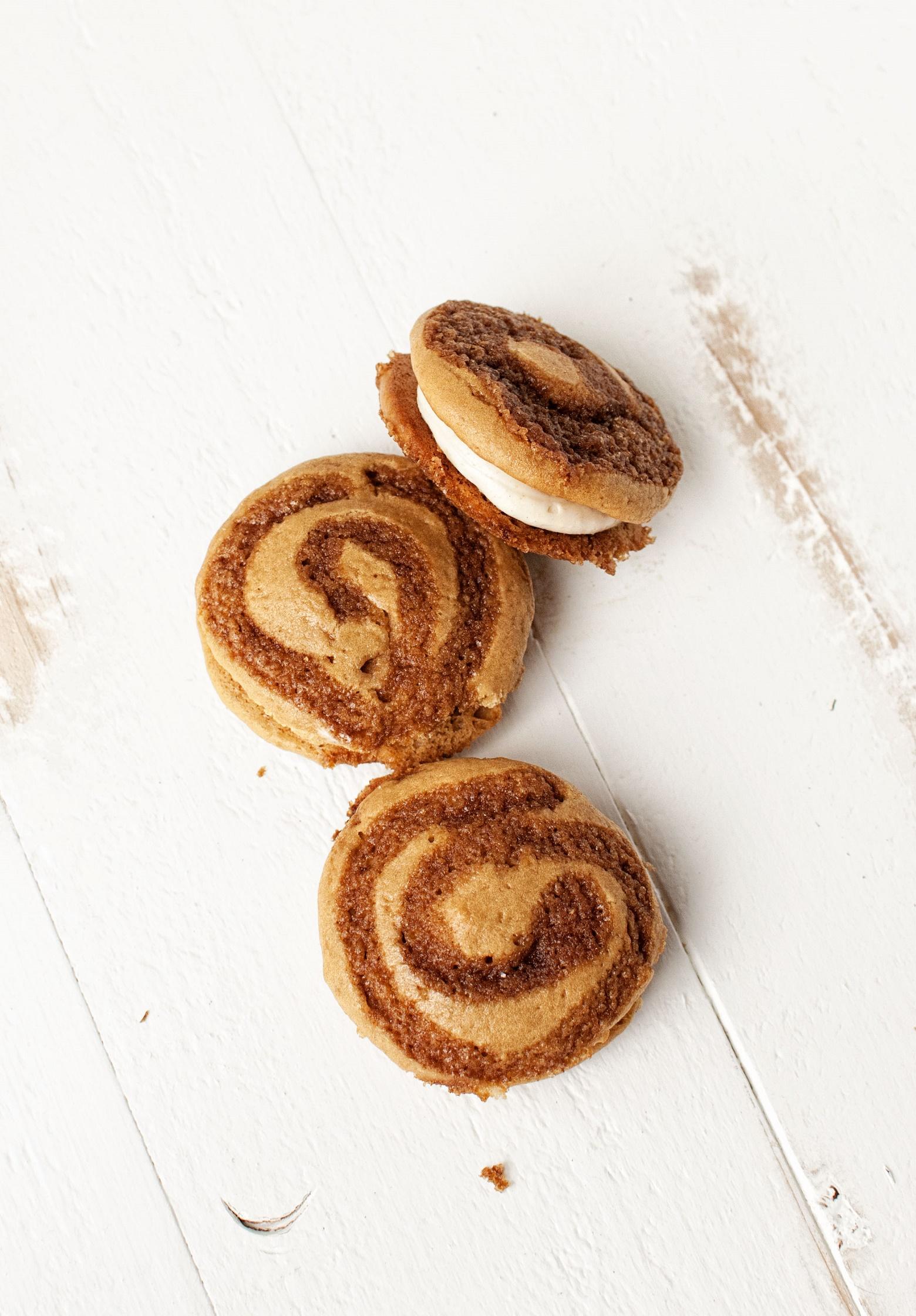 cinnamon-roll-whoopie-pies-001