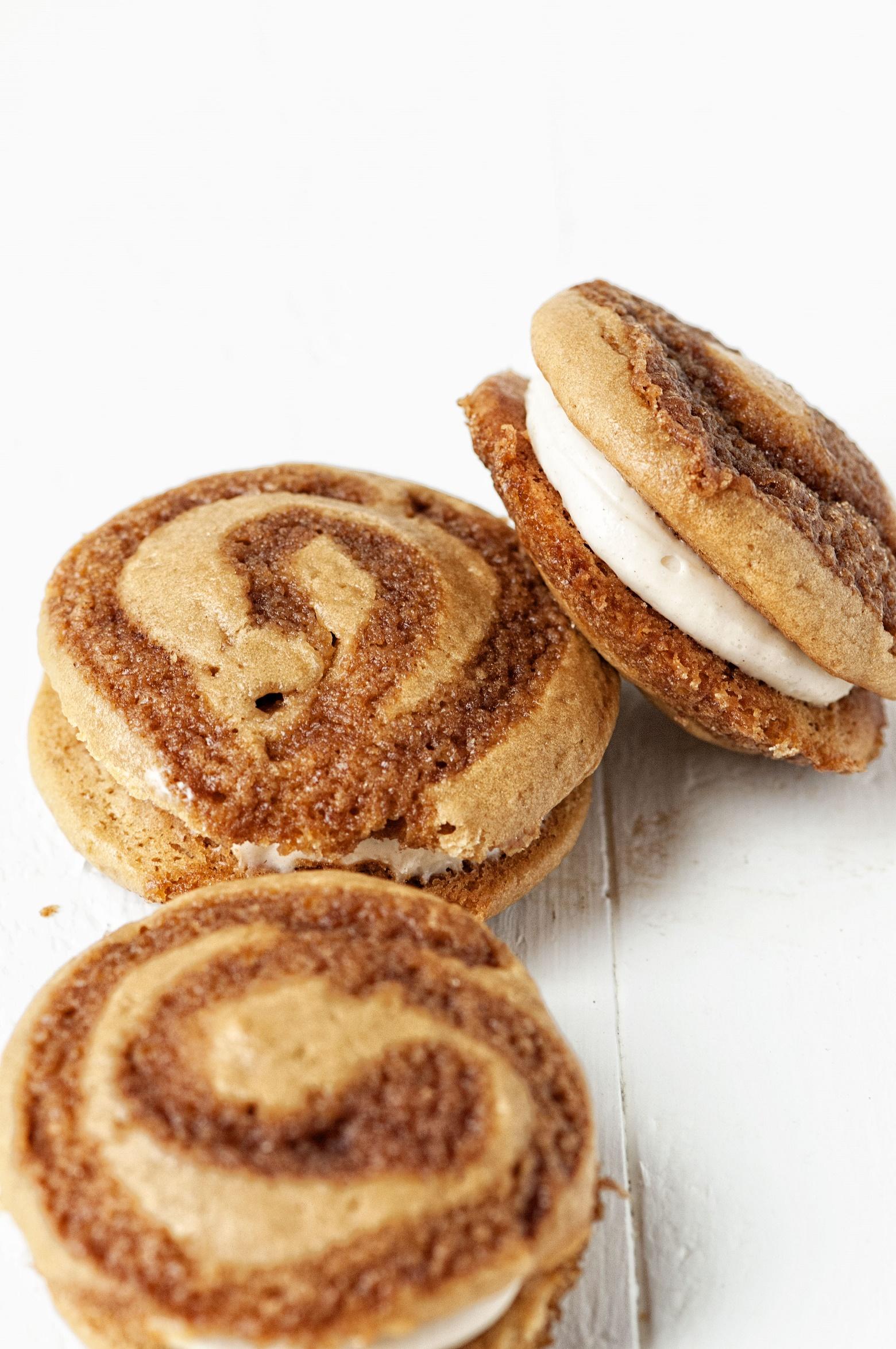 cinnamon-roll-whoopie-pies-02