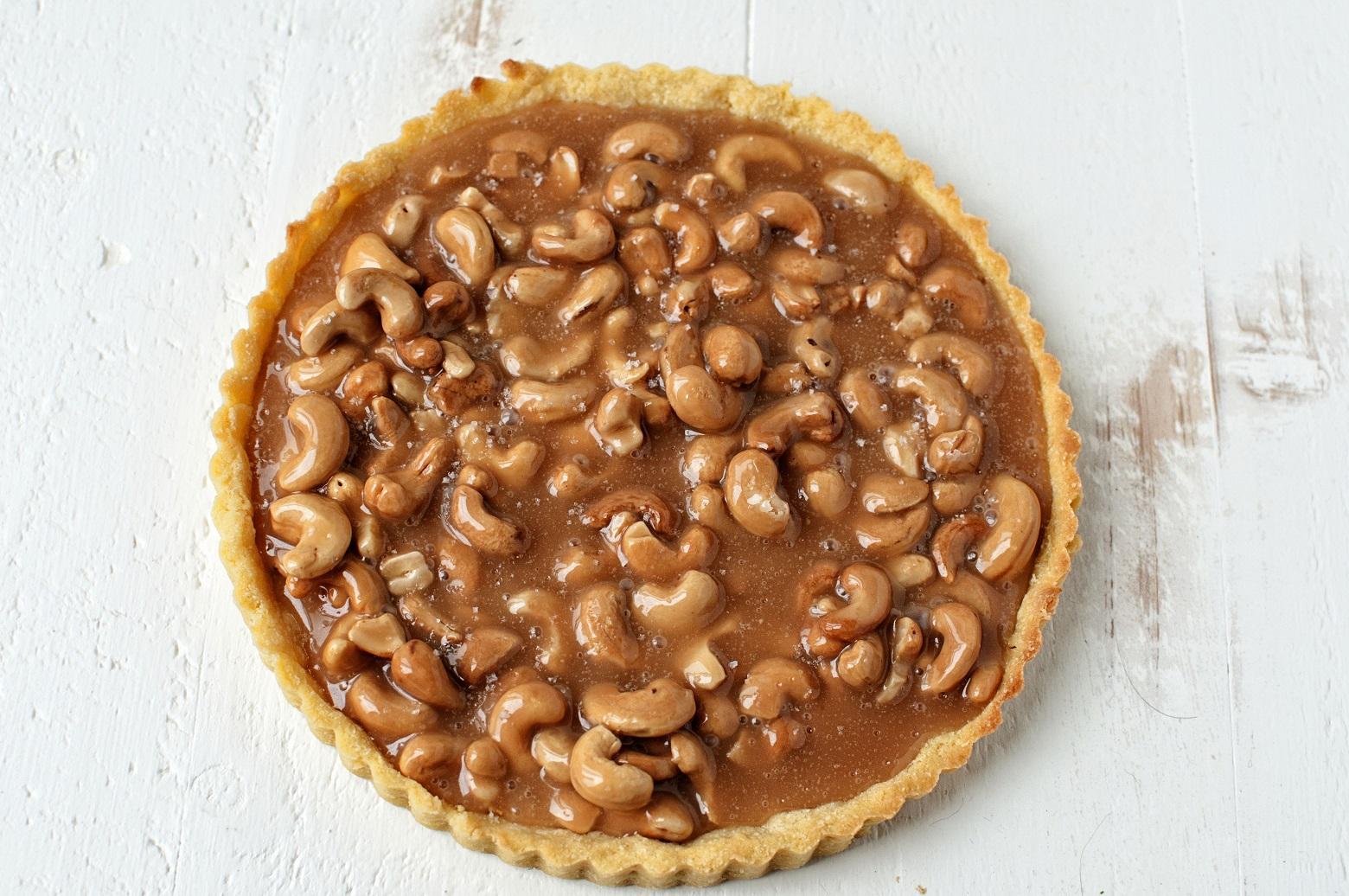 salted-caramel-cashew-tart-01