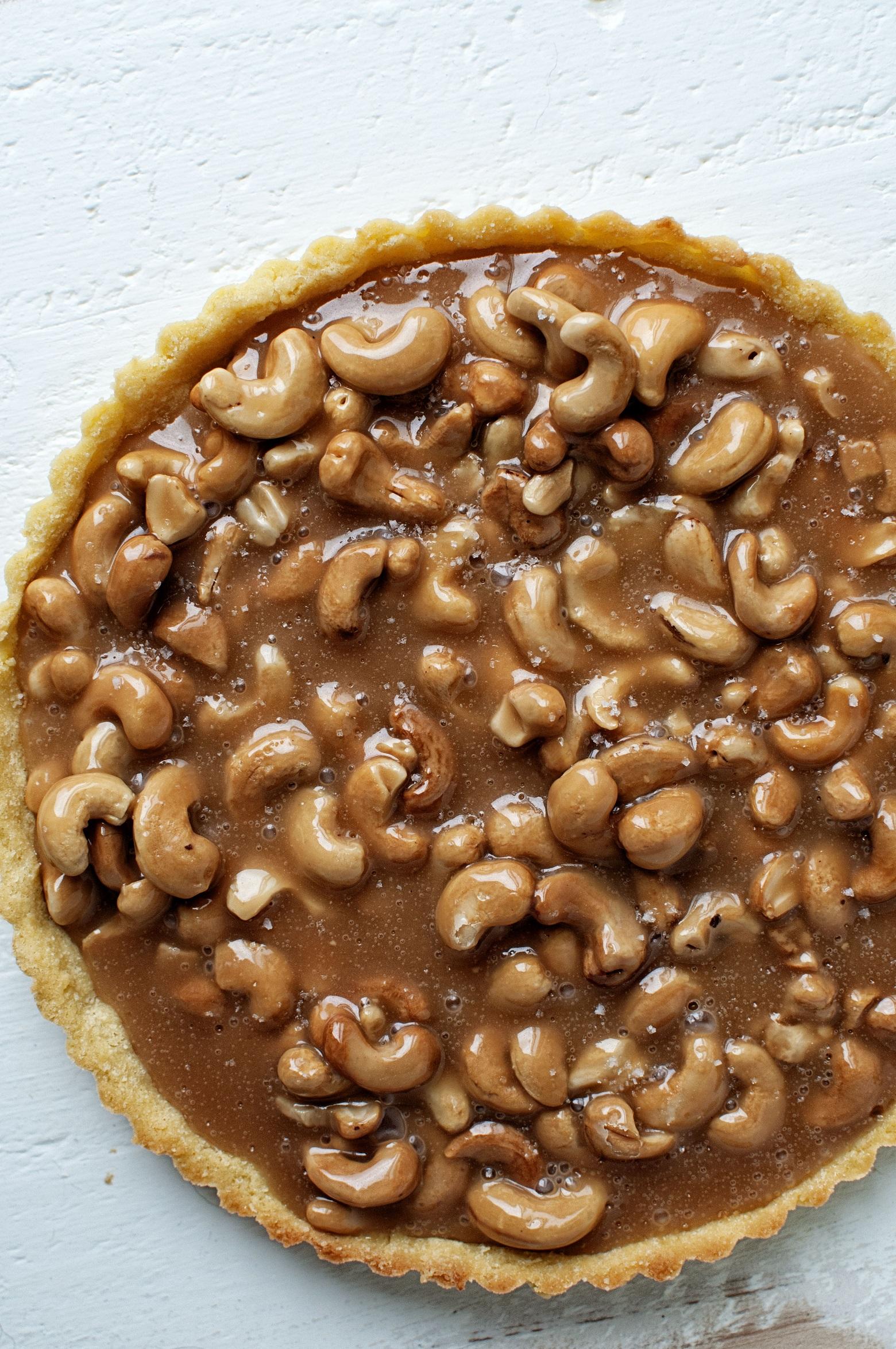 salted-caramel-cashew-tart-02