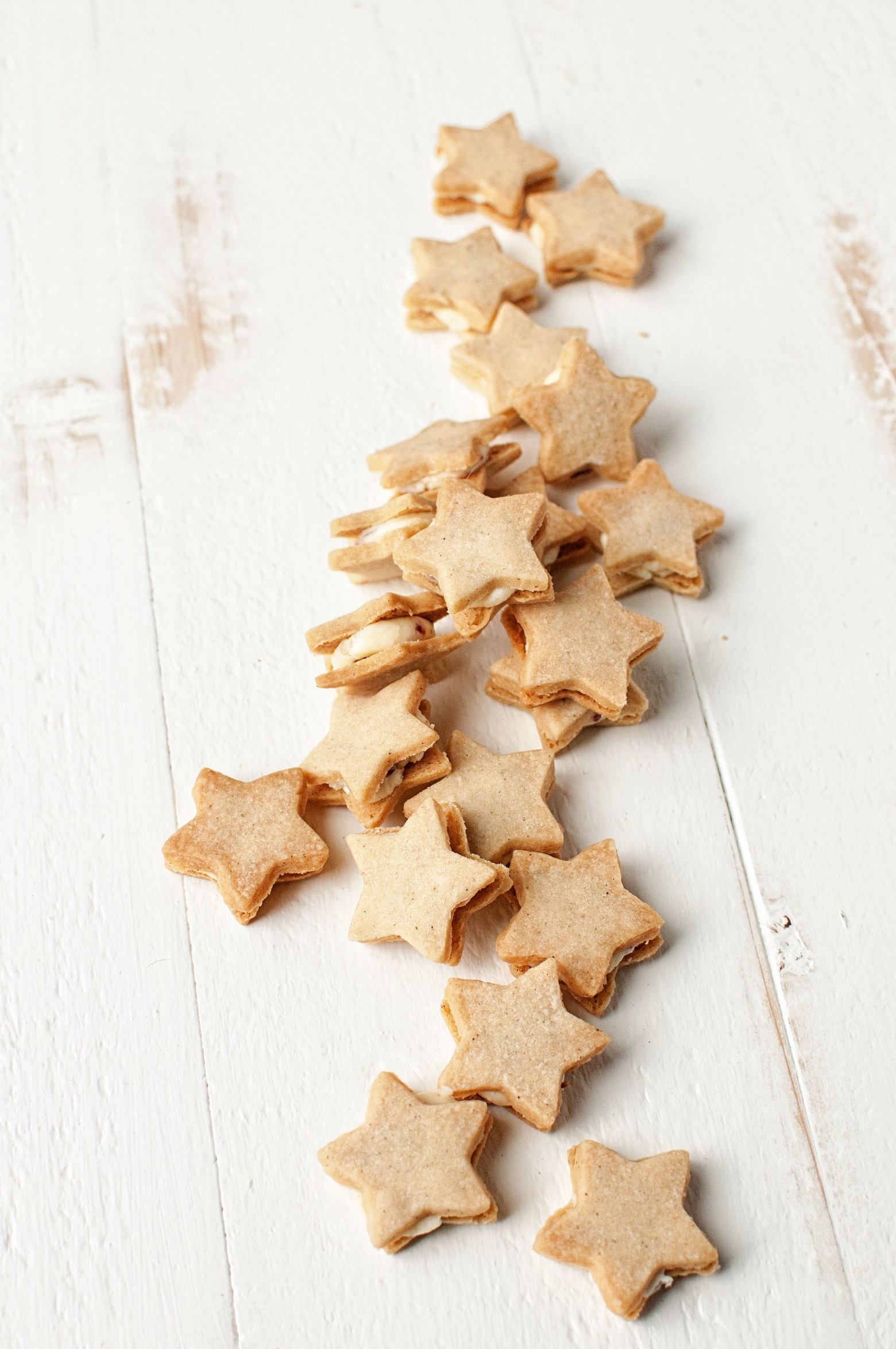vanilla-bean-shortbread-stars-with-orange-cranberry-buttercream-02