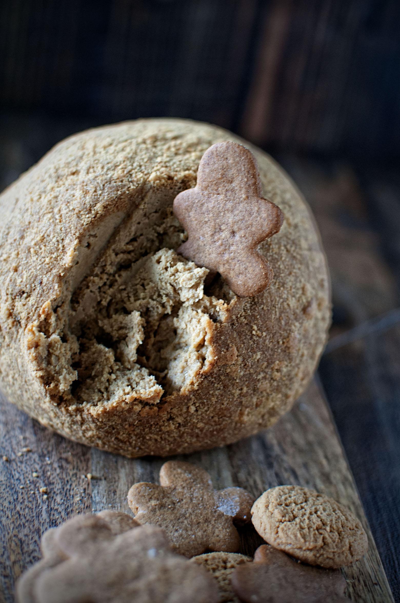 Gingerbread Cheesecake Cheeseball