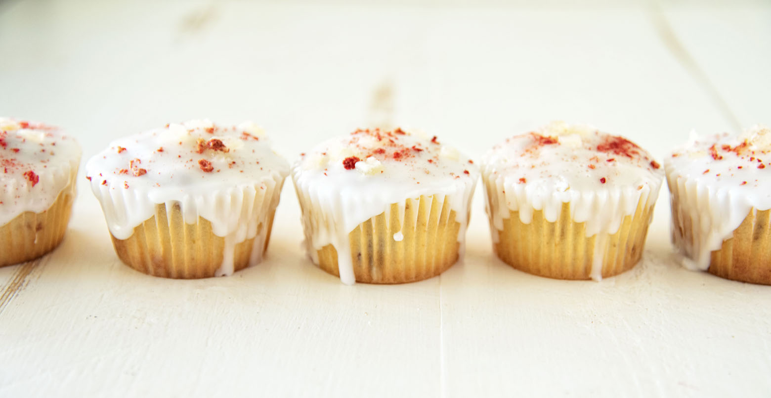 Strawberry Lemonade Glazed Cupcakes