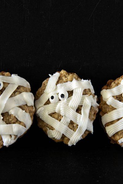 Maple Mummy Oatmeal Cookie Cream Pies #HalloweenTreatsWeek