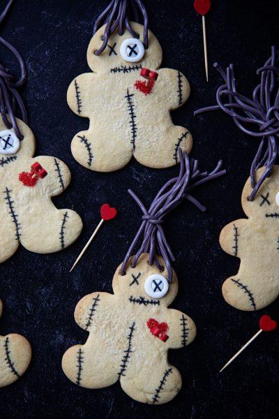 Voodoo Doll Cookies #HalloweenTreatsWeek