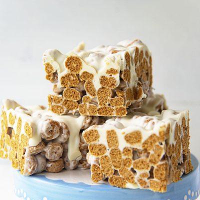 Oatmeal Cream Pie Cereal Bars