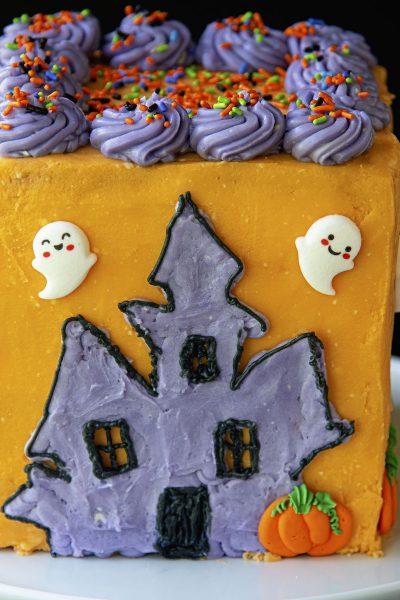 Haunted House Layer Cake #HalloweenTreatsWeek